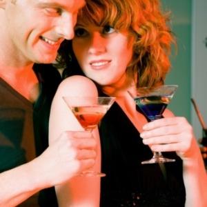 Hormônio ligado ao amor e à maternidade também pode ter efeitos parecidos com os de bebidas alcoólicas